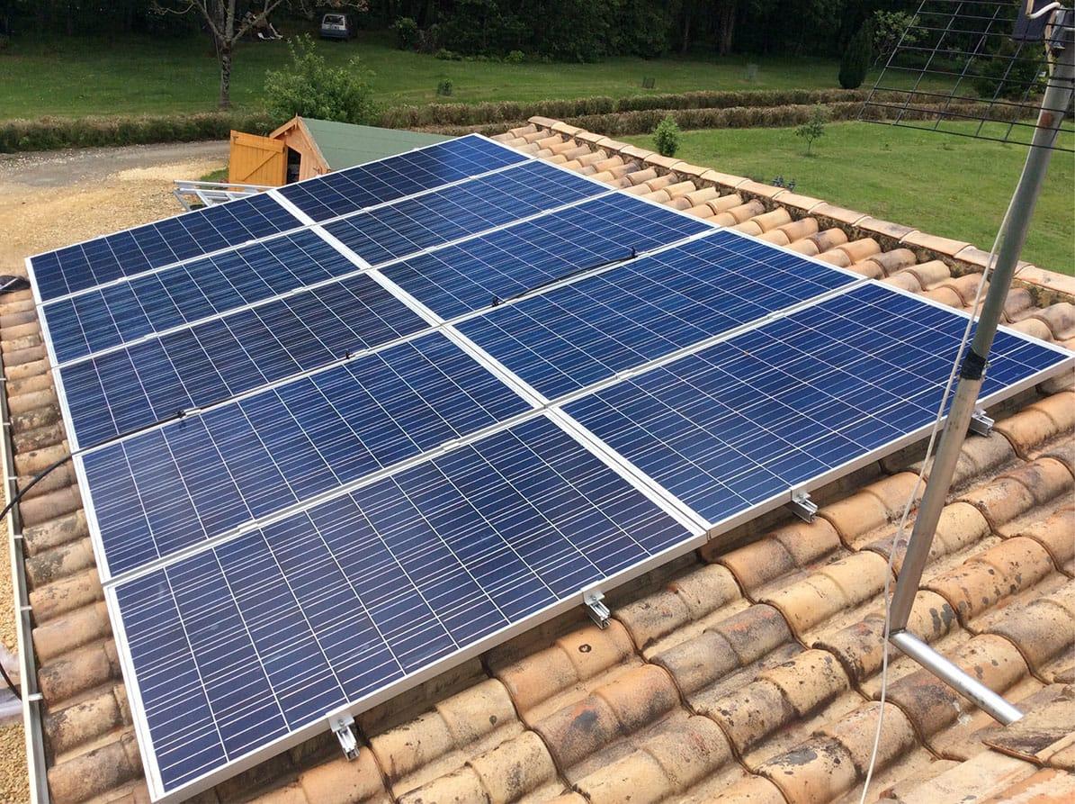 Pose de panneaux solaires par Minoria Concept